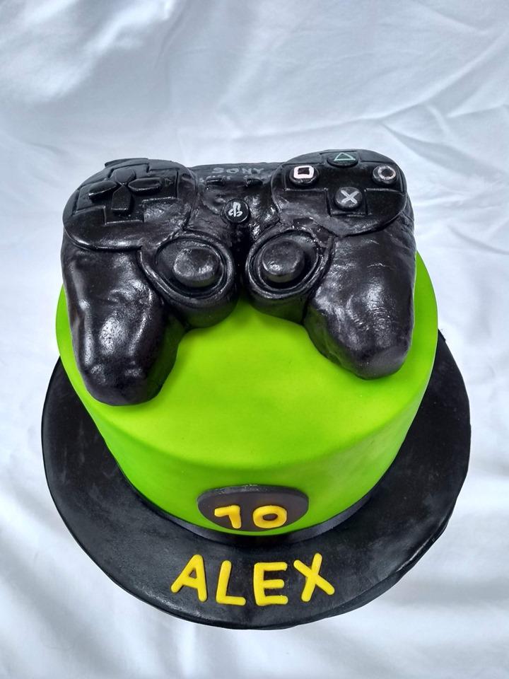 Games controller cake
