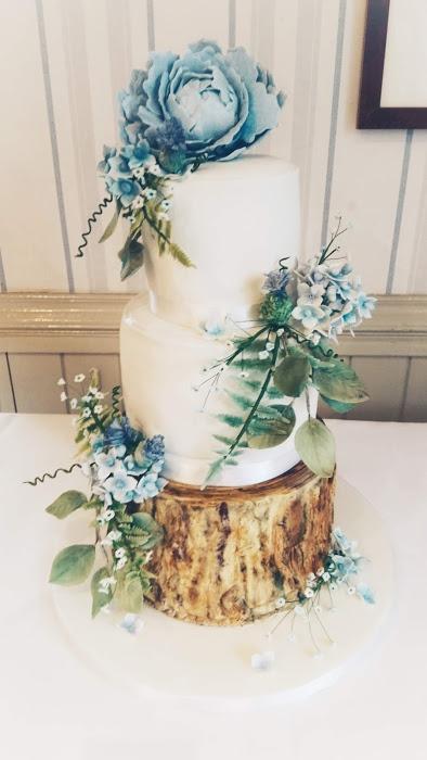Floral woodland effect wedding cake